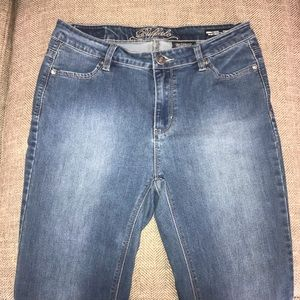 EUC David Bitton Mid Rise Jeans Size 10.